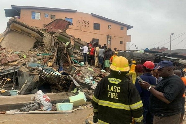 One reported dead 6 injured as a three-storey building collapsed in Lagos (photo)