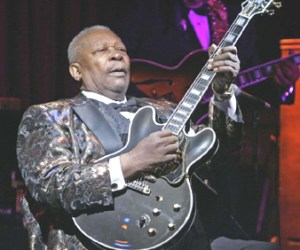 In this April 18, 2006 file photo, B.B. King plays during his 10,000th career performance in an appearance at his club in New York. © AP Photo/Richard Drew, File In this April 18, 2006 file photo, B.B. King plays during his 10,000th career performance in an appearance at his club in New York. B.B. King, the last of the Southern-born blues musicians who defined modern electric blues in the 1950s and would influence scores of rock and blues guitarists, has died. He was 89.