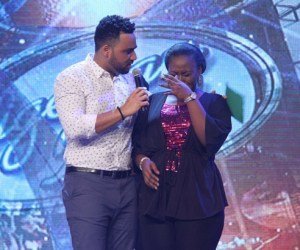 Nigerian Idol Presenter, Ill Rhymz Consoling a shocked  Ayoka on stage