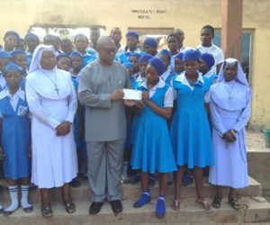 Former Governor of Anambra State, Mr. Peter Obi (middle), with the principal of Mater Amabilis Secondary School, Adani, Rev. Sr. Jane-Mariette Onuoha (Obi's left) during the presentation, by Obi, of another cheque of N1m to the Senior Prefect of the school, Miss Chukwujindu Blessing (Obi's right) and other students for the continued rehabilitation of their burnt hostel at the weekend.