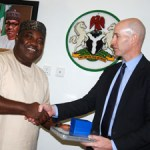 (Photonews) Enugu Governor Ugwuanyi receives top U.S Consulate in Nigeria official