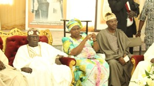 (R-L): Lagos State Governor, Mr. Akinwunmi Ambode, Prince Demola Aderemi, First Daughter of deceased, Mrs. Omotola Oyediran, National Leader, All Progressives Congress (APC), Asiwaju Bola Tinubu and former Governor of Ekiti State, Dr. Kayode Fayemi during the Governor's condolence visit to the Family of Late Hannah Idowu Dideolu Awolowo at their Ikenne residence in Ogun State, on Sunday, September 20, 2015.