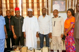 Former Vice President and chieftain of All Progressives Congress Atiku Abubakar (4th left) and President, National Youth Council of Nigeria, Barrister Ikenga Imo Ugochinyere, (3rd left) and others when the later led a delegation of NYCN to Atiku at his residence in Abuja on Thursday, 26 November 2015.