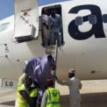Aero passengers forced to disembark from plane through ladder