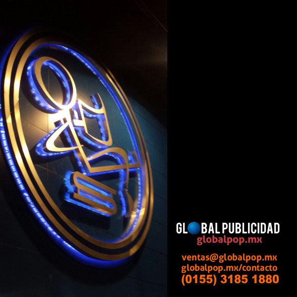 Logotipo institucional 3D con retroiluminación led