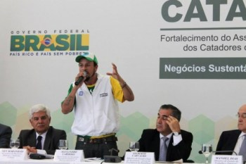 Alex Cardoso, of the Brazilian Movement of Waste Pickers, speaks at Cataforte. (Photo: MNCR)