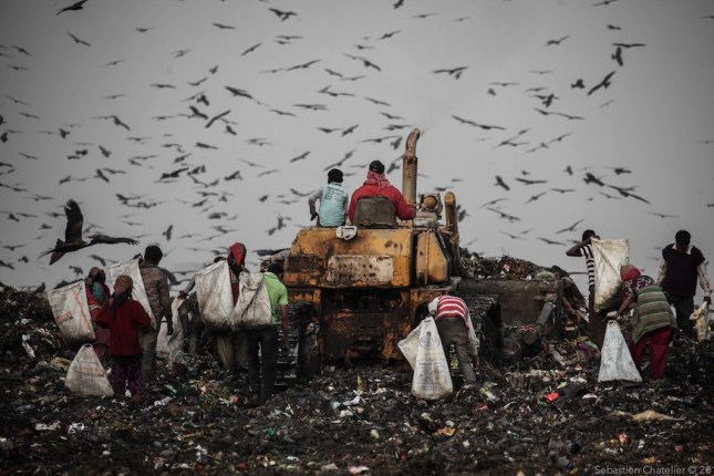 At least a hundred workers work without any protective gear in the waste. Maximum of them are Muslims, native to the state of Bihar, or illegal migrants from Bangladesh. Approximately 30% of the workers are children, the youngest: 7 or 8 years old. Also, women approximately represent 50% of the workers. (Photo: Sebastien Chatelier)