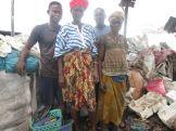 SL-WPs trabajando en el vertedero de Bumeh al este de Freetown. Foto: Mohammad Kallon.
