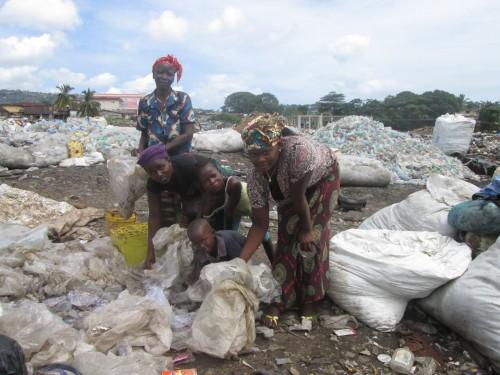 SL-WPs at work at Kingtom dump site- west of Freetown
