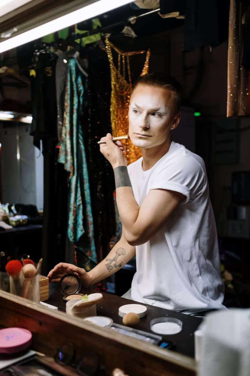 drag queen applying makeup
