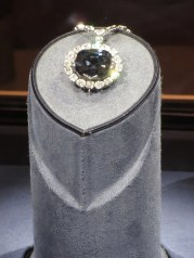 The Hope Diamond - Smithsonian Museum of Natural History