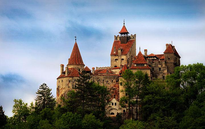 https://i1.wp.com/globaltableadventure.com/wp-content/uploads/2012/10/Bran-castle-transylvania.jpg