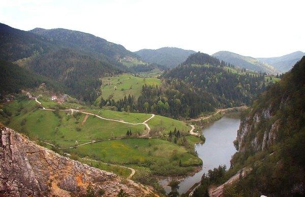 Perućac Lake, on Tara Mountain, Serbia. Photo by Корисник.