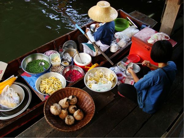 Taling Chan Floating Market in Taling Chan District, Bangkok, Thailand. Photo by Globe Trotter.