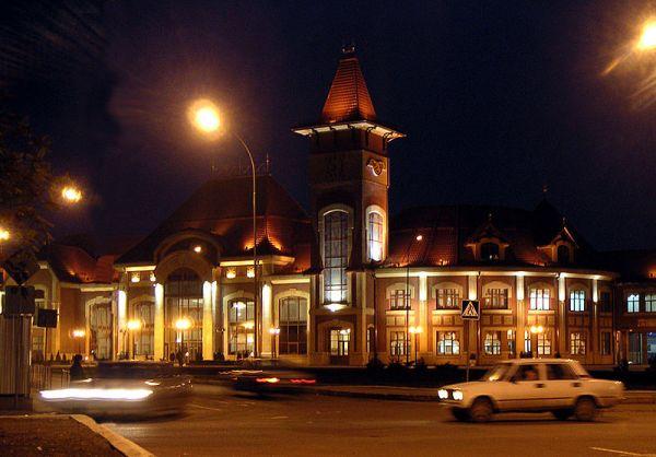 Train station Uzhhorod by night-by Elke Wetzig