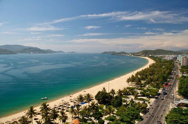 bãi biển Nha Trang. Photo by J Y White.