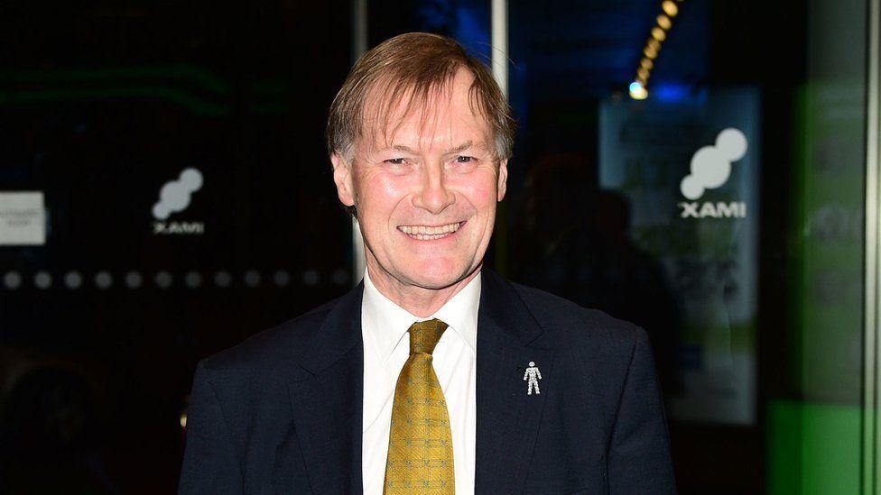 பிரிட்டிஸ் Conservative MP Sir David Amess கத்திக்குத்து தாக்குதலில் பலி!