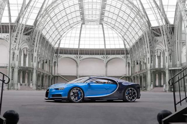 Bugatti Chiron Side View