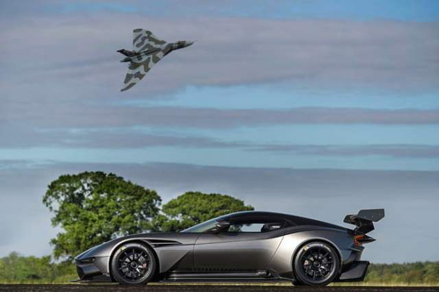 Aston Martin Vulcan Side view