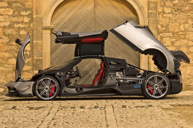 Pagani-Huayra fully open