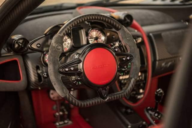 Pagani-Huayra Steering