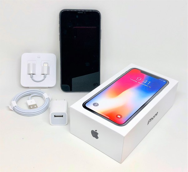 Apple_iPhone_X_packaging_and_accessories