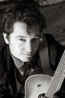 chris-leigh-face-guitar