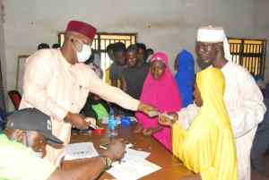 Hon. Imran Usman Jibrin, Senior Special Assistant to the Nasarawa State Governor on Humanitarian Service administering the monthly stipend to beneficiaries