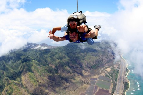 Living Aloha above the North Shore of Ohau, Hawaii, the scenery is much better at 14,000 feet during a freefall.