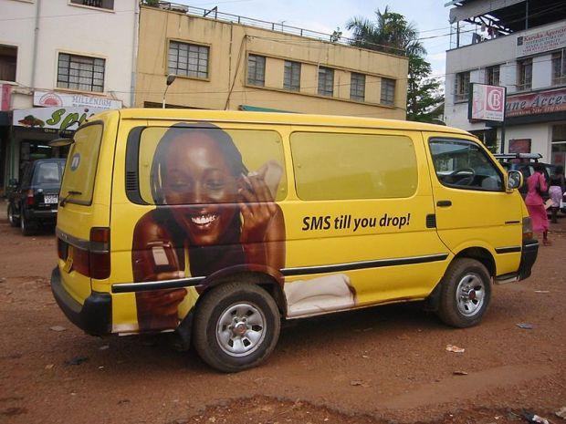 Un véhicule MTN à Kampala, en Ouganda. Photo par futureatlas. (CC Générique 2.0)