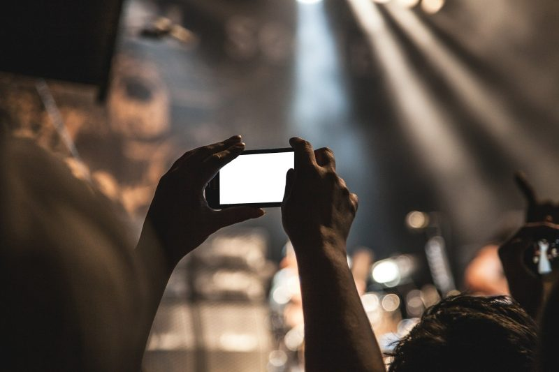smartphone in crowd