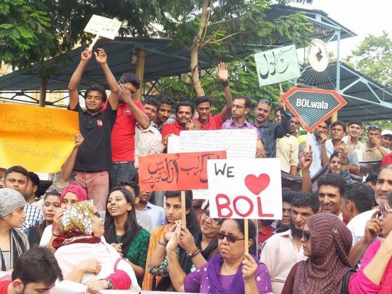 Protest against license cancellation of media group BOL in Karachi