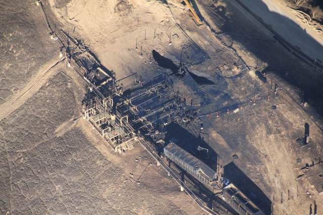 Overhead photos of the well leaking methane at Porter Ranch, California
