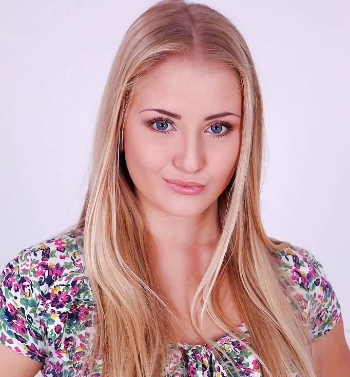 Cayla Lyons