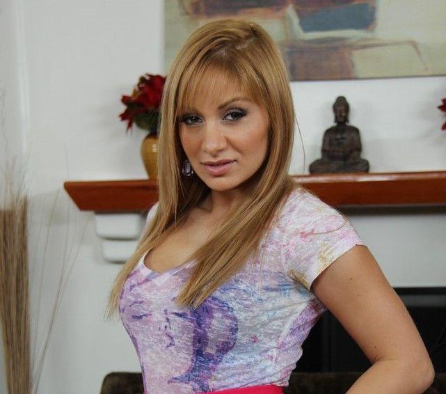 Lea Lexis