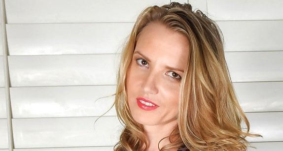 Alina Long