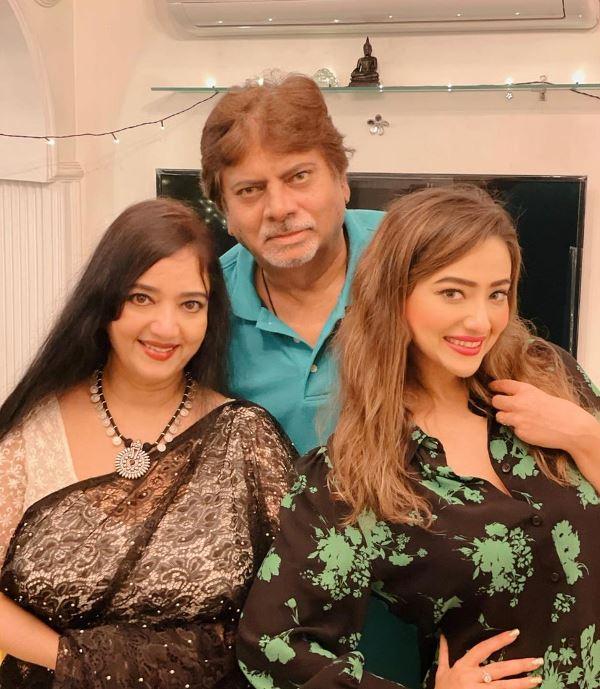 Madalsa Sharma's Parents