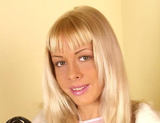 Megan Cole (Mona Green)