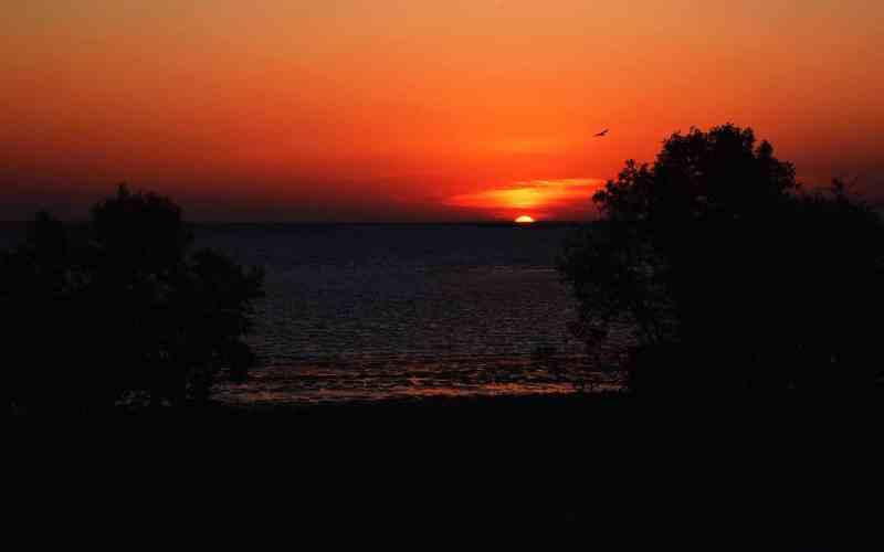 Soleil couchant sur la plage de Karumba, Nord de l'Australie