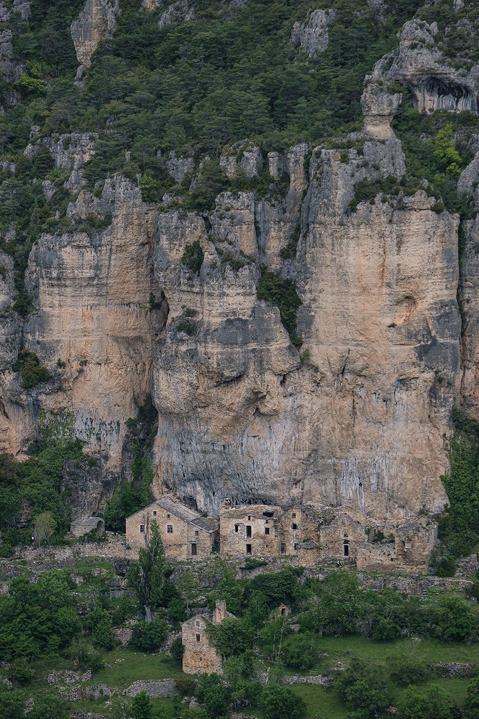 Village troglodye en Lozère