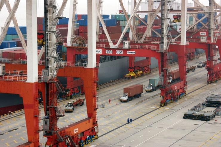 Shanghai largest port world
