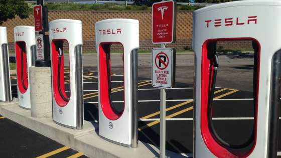 A Tesla Supercharger station at the Eastview Mall in Victor, New York. (Image Credit: B137/Wikimedia Commons)