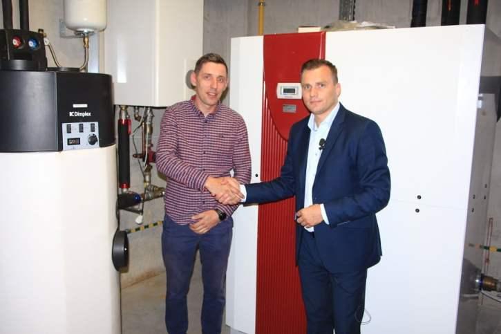 Adam Koniszewski z firmy Dimplex i Michał Niedźwiadek z firmy Warm Serwis