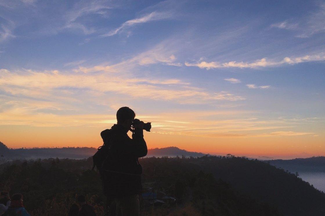 Photographe au soleil couchant