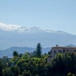 Vue du Stomboli enneigé depuis Taormine