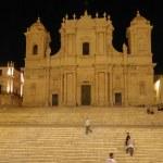 Grand escalier de San Nicolo à Noto de nuit