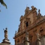 Modica, Eglise San Pietro et ses nombreuses statues