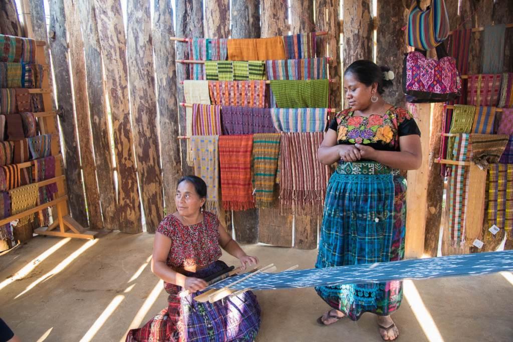 Guatemala - San Juan de la Laguna - tissage manuel
