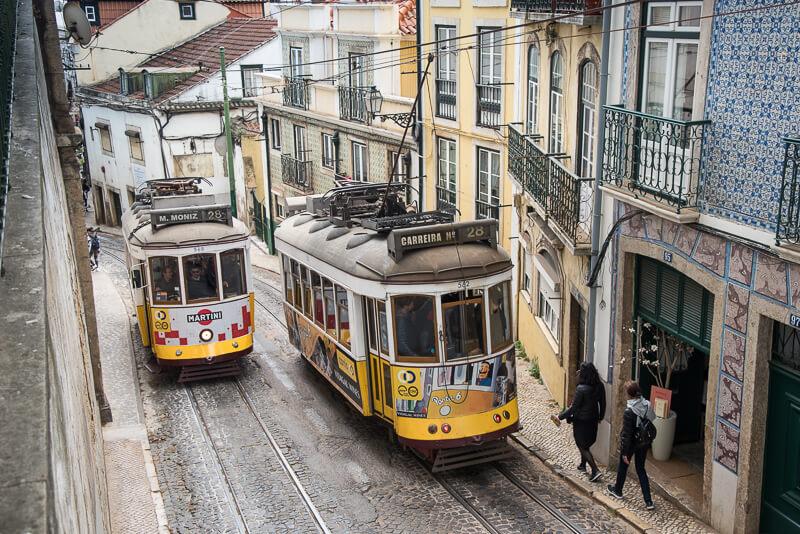 Lisbonne - Tram 28 dans les rues escarpées