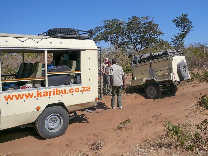 Afrique australe - Botswana. il faut raccrocher la remorque
